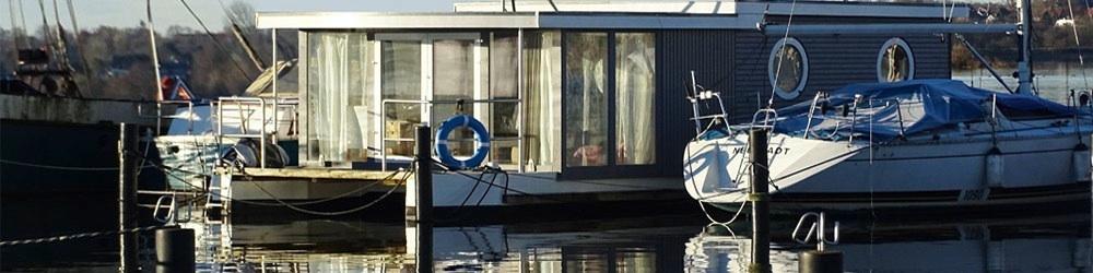 Hausboot Habitide Liegeplatz im Hafen Schleswig an der Schlei - Bugansicht
